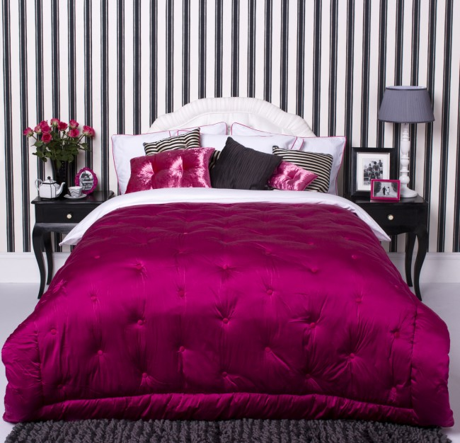 Cool bedroom color hot pink made decoration homedesign for Bedroom designs pink and black