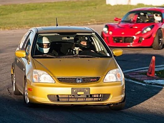 2002 Civic SiR on track
