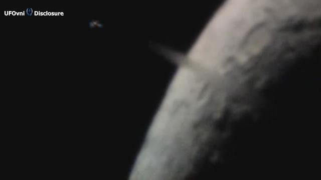 Astronome a capturé OVNI ou TR3B qui a décollé vite de la lune, par un Skywatcher à Huntington, Ind