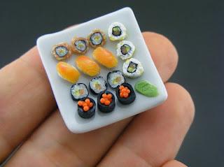 Comida japonesa em miniatura