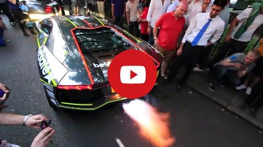 Lamborghini Aventador lance des flammes épique