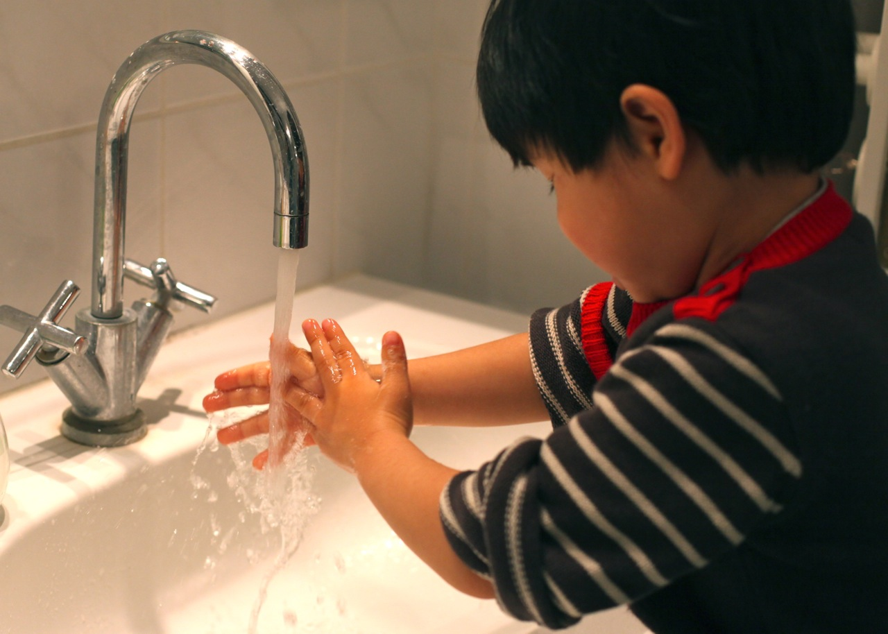 Mum in the making: Global Handwashing Day: Let's reach for 5! Kids Washing Hands