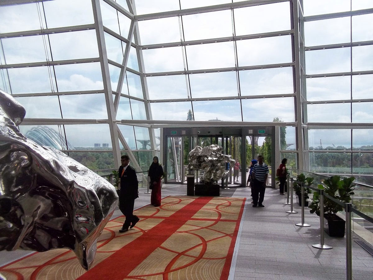 Diahs Blog Tiket Fisik Garden By The Bay Anak Titip Di Hotel Singapore Jembatan Dari Kawasan Yang Menembus Marina Sand Bawah Ini Adalah Resto Fine Dinning Dan Kanan Kiri