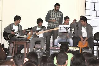 Estudantes do CESO Teresópolis interpretam sucessos da música brasileira