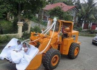 funny wedding photos: Bride in dozer