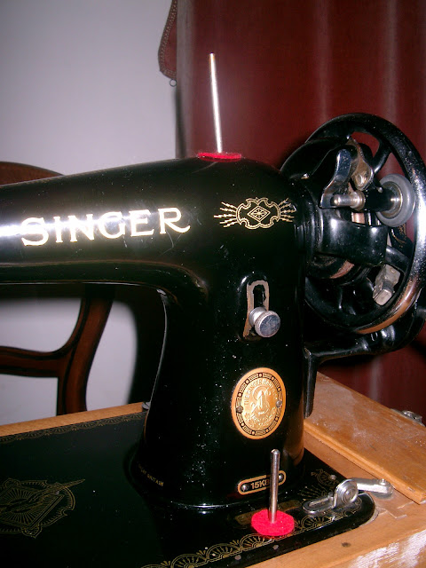 Singer 15K80 spool pins, stitch length control, bobbin winder and balance wheel