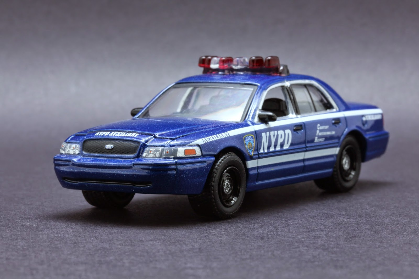 diecast hobbist 2010 ford crown victoria new york city. Black Bedroom Furniture Sets. Home Design Ideas
