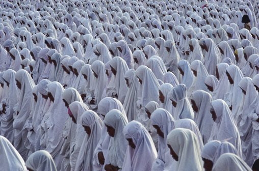 "state road single muslim girls They were conservative muslim girls,  ""right now we are in a state of war"" like most of the girls i  a single finger pointing upwards represents the isis."