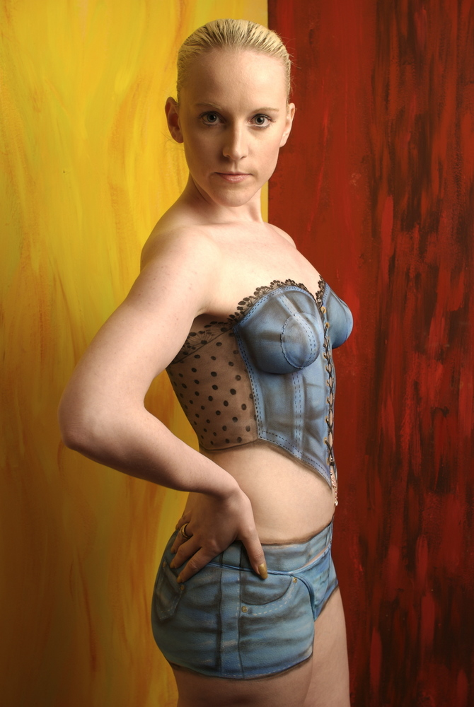 Homenge female body painting photos for Best body paint pics