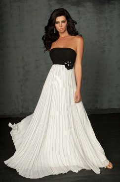 Todos vestidos de blanco y negro