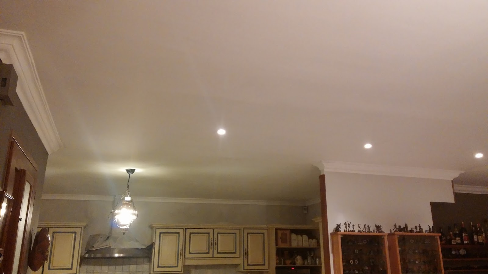 sf peinture renov plafond noirci par la fum e. Black Bedroom Furniture Sets. Home Design Ideas
