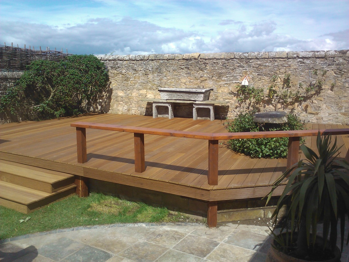 Garden construction company edinburgh landscaping for Garden decking companies