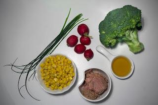 Ensalada de brócoli y atún con rabanitos y maíz - ingredientes