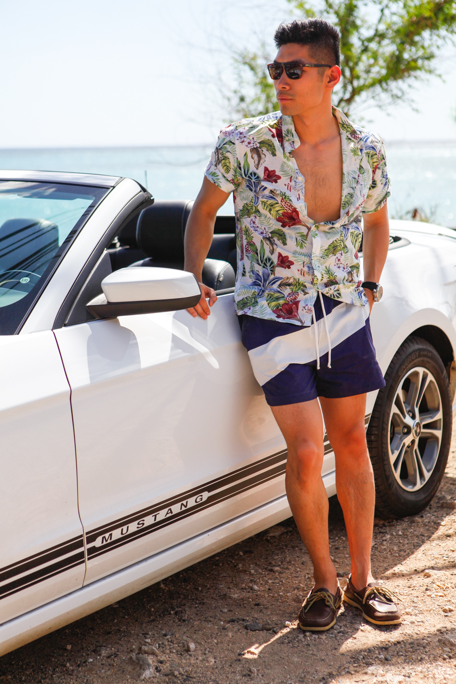 Levitate Style - Mustang | Hawaii Summer Style with Ford Mustang Convertible and H&M