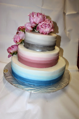 Hochzeitstorte shadow cake in blau, rosa, silber