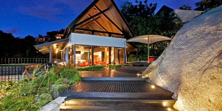 Amazing contemporary Villa Yin in Phuket at night