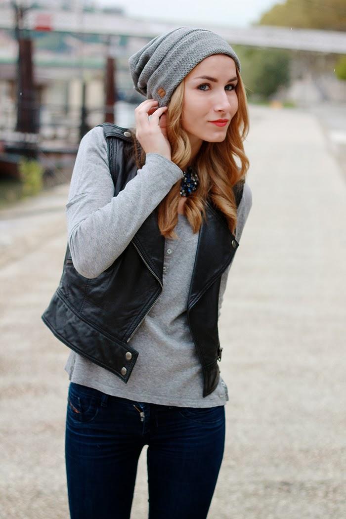grey beanie blogger