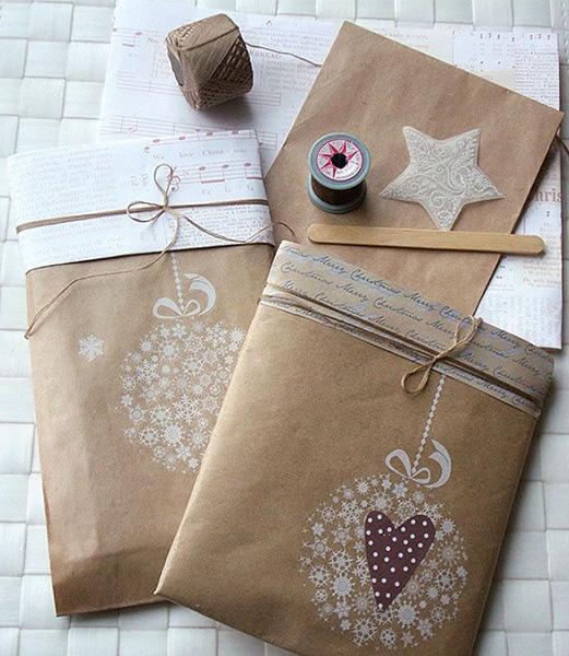 preciosa la combinacin de papeles tengas o no un sello para decorar pero la idea de usar un papel que contraste y hacer un lazo con un hilo simple