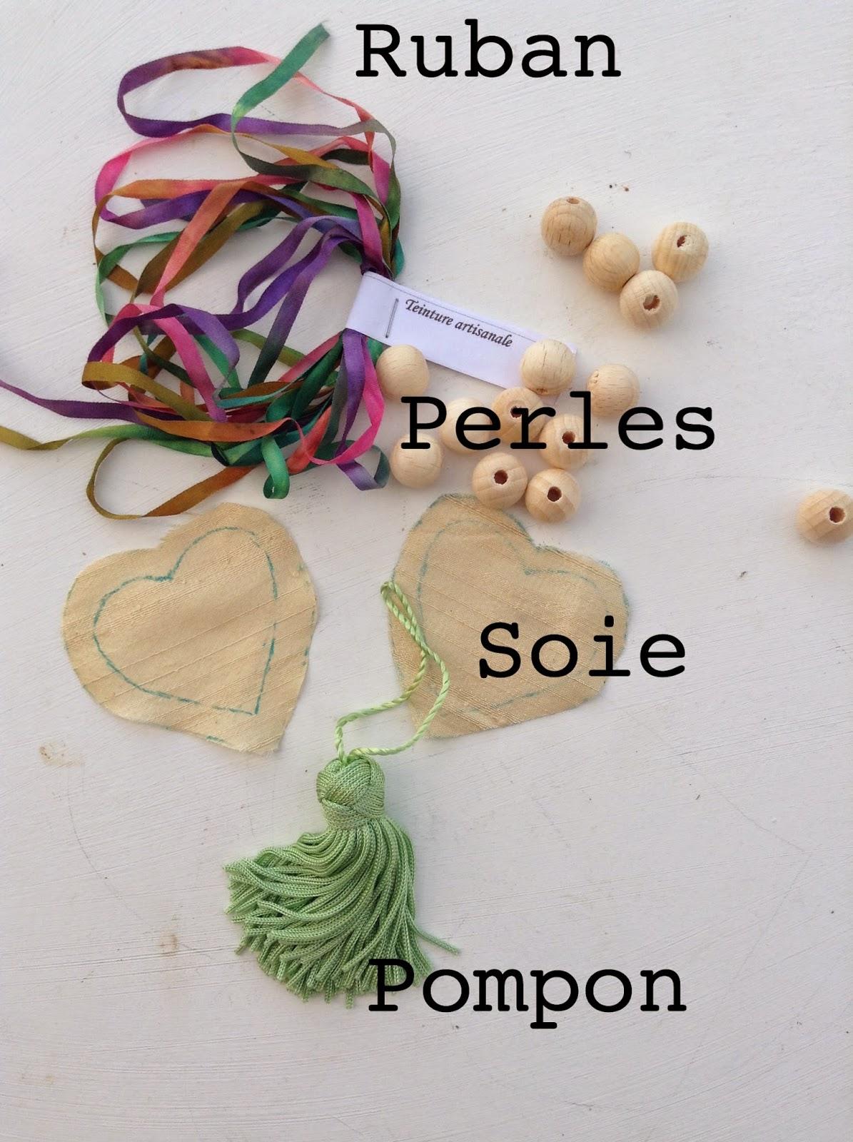 matériel pour collier DIY perles de bois ruban de soie pompon