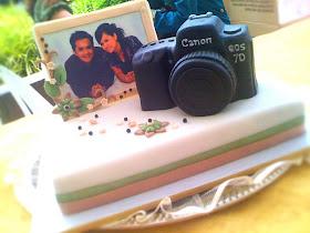 Unique Wedding Cake Ideas - Camera and Framed Photo of the Couple Wedding Cake