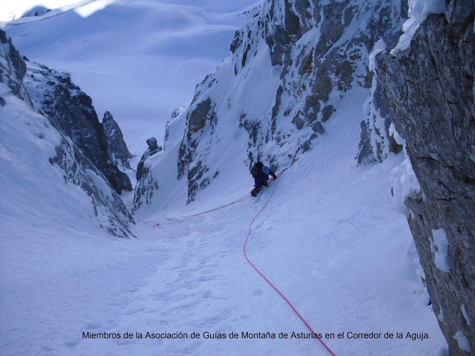 Curso iniciación a la escalada de corredores de nieve