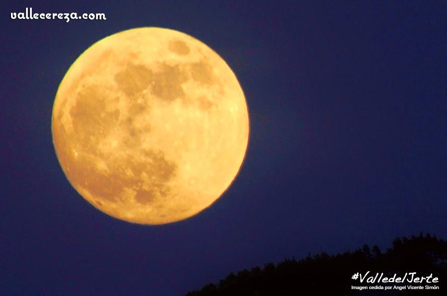 Luna llena sobre el Valle del Jerte