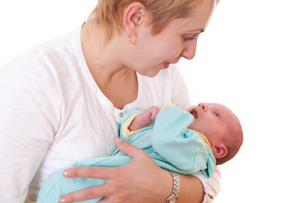 Image result for 3 Cara Menggendong Bayi Paling Benar Sesuai Usia