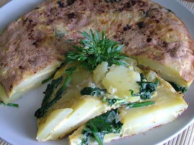 Omlet z ziemniakami i szpinakiem