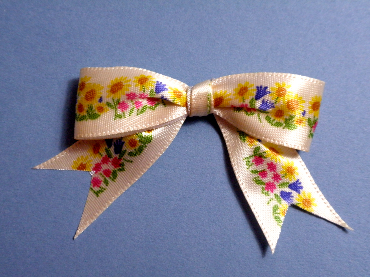 Pep Paper Tying A Patterned Ribbon Bow Right Side Up