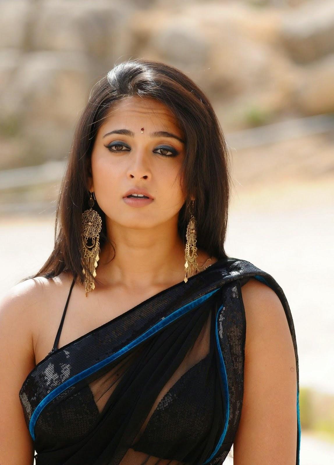 Hot Photos of  Actress Anushka in Black Saree
