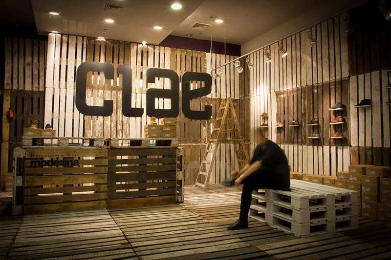 Tarimas De Madera Decoracion ~ La marca de calzado Clae decora sus tiendas con palets reciclados