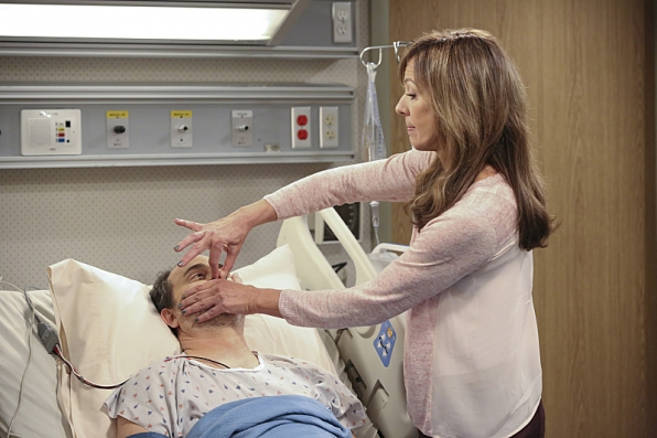 Mom - Episode 1.22 - Smokey Taylor and a Deathbed Confession - Promotional Photos