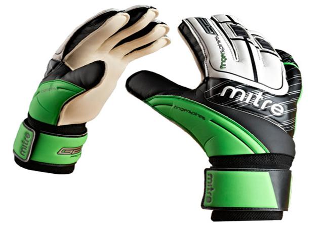 Sarung Tangan Kiper produk Mitre dapat dibeli melalui mitre.co.id situs belanja online perlengkapan futsal dan bola.