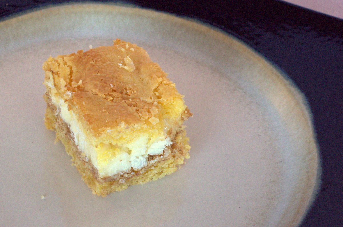 The Hungry Homemaker: White Chocolate S'mores Gooey Cake Bars