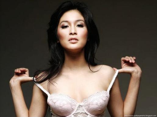 Indonesian celebrity Nude Photos 53
