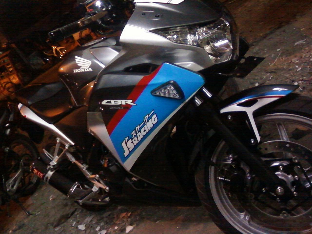 Image Gambar Foto Cutting Sticker Cbr 250 Oto Trendz Motor Drag ...