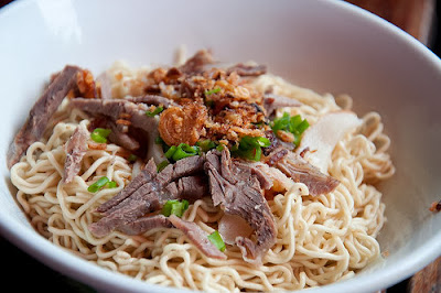 Sarawak mee kolok served with slivers of beef
