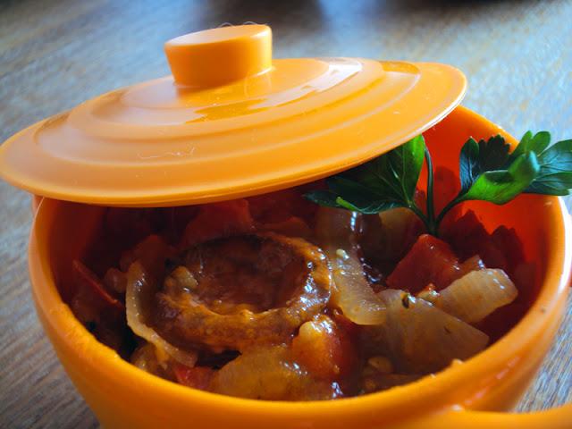 Węgierskie leczo z paryki, pomidorów i cebuli