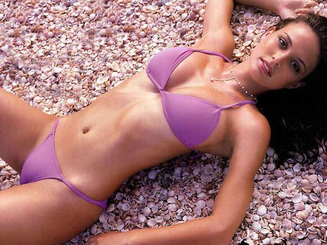 Model Josie Maran - Sexy in purple bikini