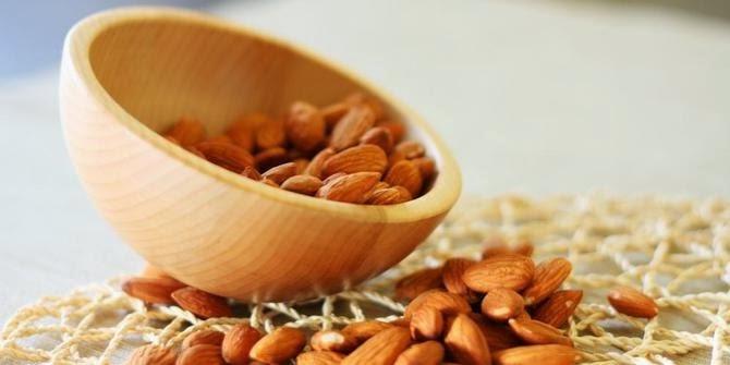 Manfaat minyak dari materi alami kacang almond yang menyimpan segudang manfaat bagi keseha 6 Manfaat Kacang Almond Untuk Kesehatan