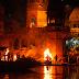 Οι άσβεστες φλόγες του Βαρανάσι: Η εντυπωσιακή πόλη της φωτιάς στις όχθες του Γάγγη [Εικόνες]
