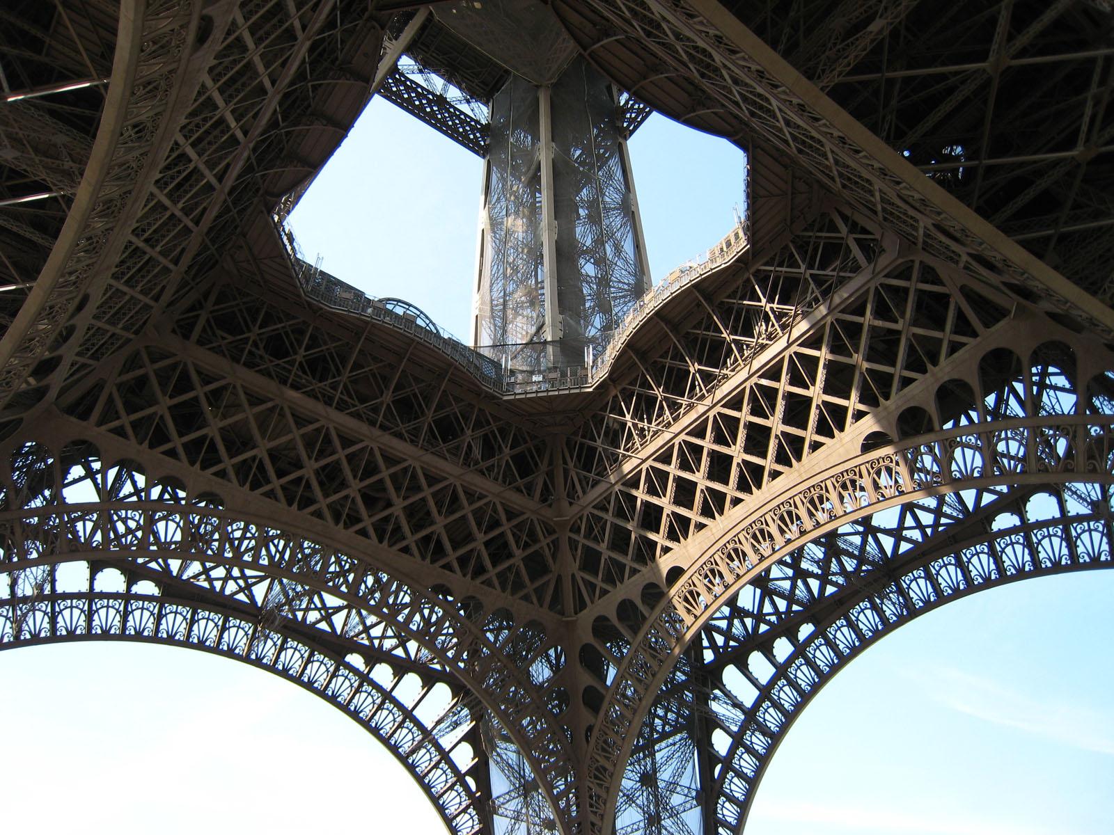 http://4.bp.blogspot.com/-AAjjCIfDT7U/Tr-CRLcaeqI/AAAAAAAAQHA/ny-KVNboNUY/s1600/099+Paris+-+Tour+Eiffel.jpg