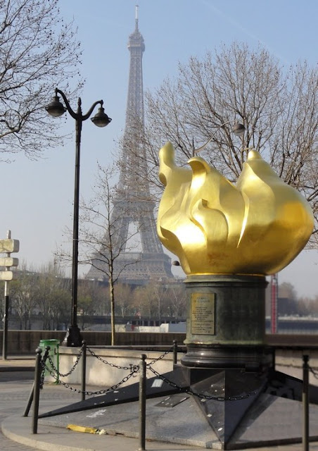 Replica of the flame of the statue of Liberty - Paris