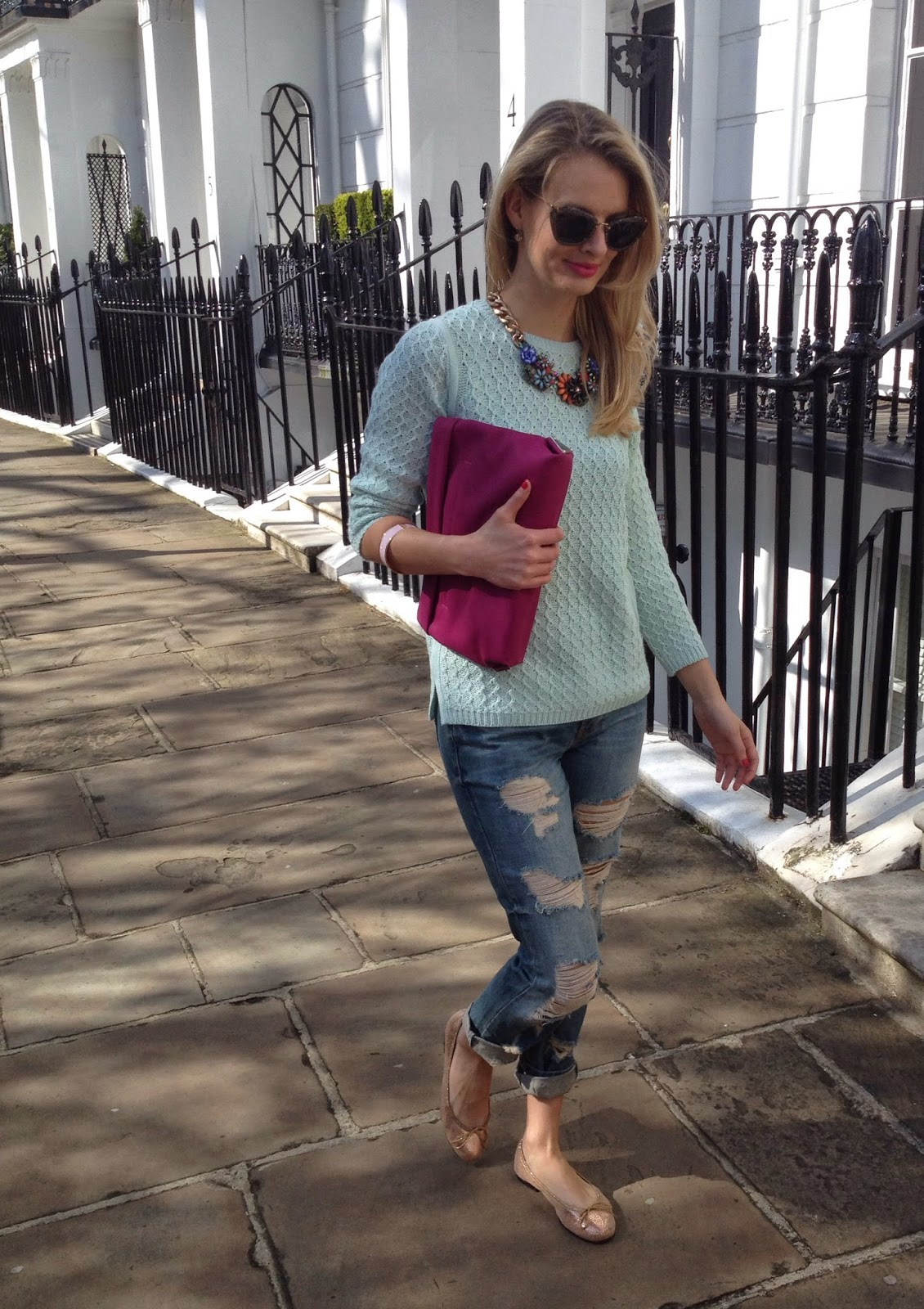 chrissabella, chrissabella blog, street style, outfit of the day, weekend attire, relaxed outfit, boyfrined jeans, pink bag, pink clutch, mint jumper, mint knitted jumper