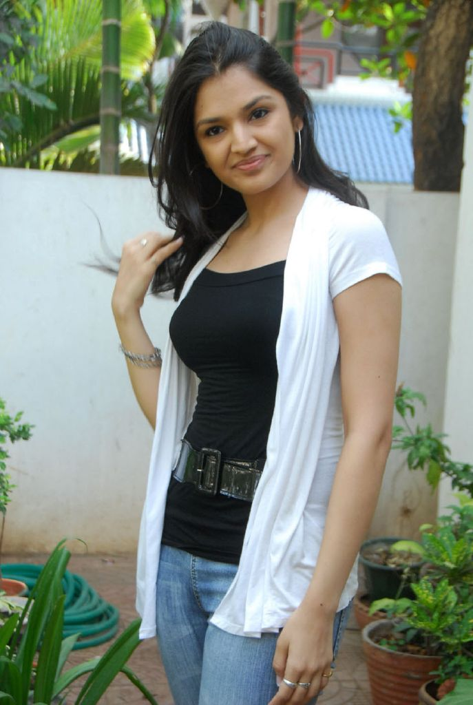 Thasha 100 % Love Actress Latest Cute Stills