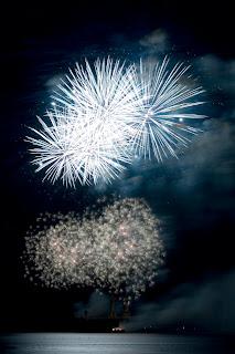 fogos de artifício produz muitos impactos