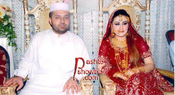 urooj momand and his wife wallpaper