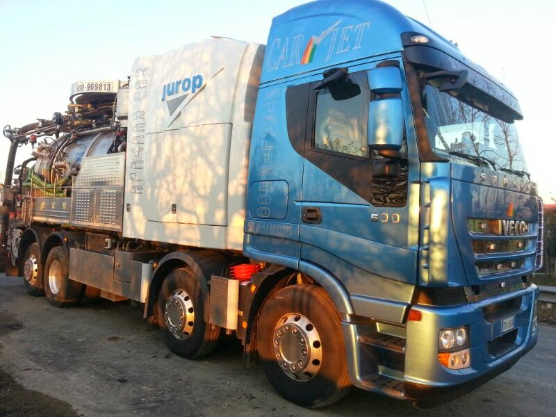 Camion Iveco Stralis 500 con allestimento autobotte per lo spurgo Jurop