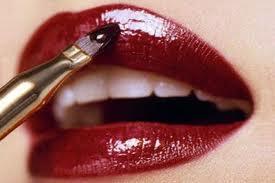 applicazione rossetto e gloss