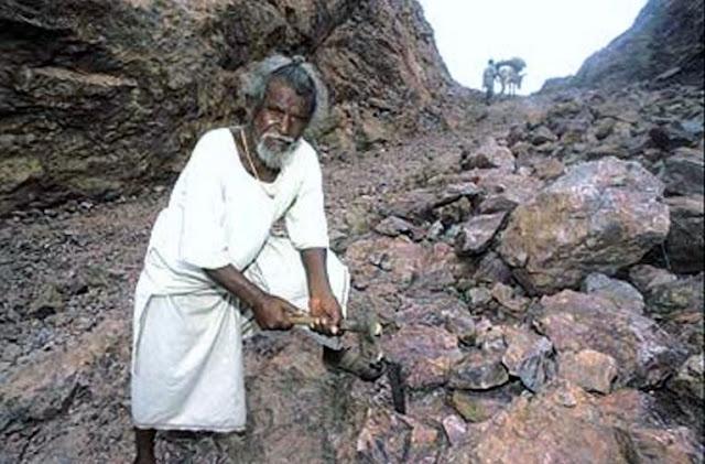 Lelaki Belah Gunung Selama 22 Tahun